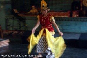 Javanese dance at Inggil restaurant, Malang