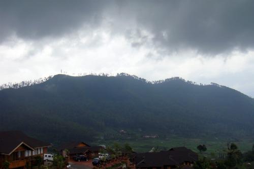 Fabulous mountain view from VVIP villa in Jambuluwuk Batu