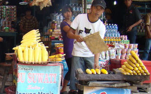Grilled corn vendor at Coban Rondo