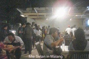Queuing at Mie Setan in Malang