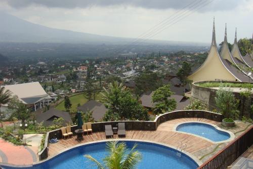 View to swimming pool in Jambuluwuk Batu